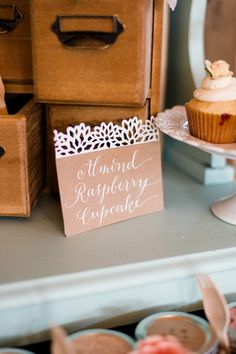 love this pretty signage | Annamarie Akins #wedding