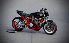 A garage for special motorcycles and cafe racers Scooter Images, Powerboat Racing, Black Spiderman, Yamaha Bikes, Xjr, Scooter Girl, Motorcycle Design, Power Boats, Vintage Bikes