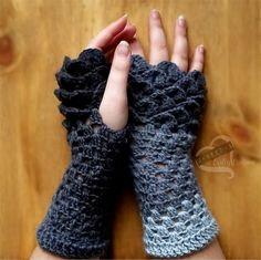 I had someone ask me if I could make them some Dragon Scale gloves. The pattern they sent me was a paid one but I found a free one and then adapted it to what I wanted. If you want to see the original pattern I adapted this from then click here. Supplies I Used Continue reading