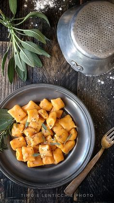 Gnocchi di zucca semplici e perfetti Baby Food Recipes, Healthy Recipes, Pasta Noodles, Country Cooking, Noodle Recipes, Tortellini, Italian Recipes, Food And Drink, Healthy Eating