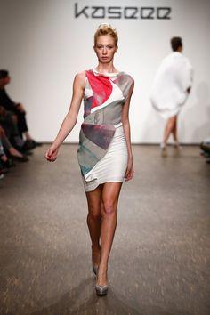 Pin for Later: Entdeckt alle Trends der Berlin Fashion Week in nur 5 Minuten Tag 3: Kaseee Kaseee präsentierte die perfekte Alltagsgarderobe sowie hautenge Kleider, die die Kurven der Models richtig in Szene setzten.