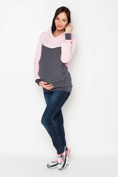 Viva la Mama | The grey-pink long-sleeved nursing & maternity shirt MAYBEL has a comfortable and long cut but is also playful with its little dots. MAYBEL makes discreet breastfeeding everywhere possible.