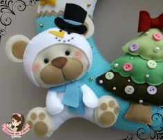 Christmas bear Felt Crafts Dolls, Felt Dolls, Christmas Sewing, Christmas Embroidery, Bear Felt, Felting Tutorials, Felt Christmas Ornaments, Christmas Animals, Sewing Toys