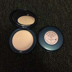 Stila all over shimmer face luminator #7. Hard to find discontinued item, not in stores. One for $25 or both for $40 Stila Makeup Face Powder