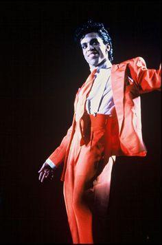 Le chanteur Prince en concert au Royaume-Uni en août 1986.