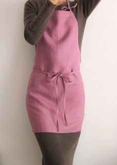 Brings style to your home or your workplace! #linen #linenapron #apron #uniform #home #kitchen #cafe #dining #living #floristapron #florist #handmade #sewing #business #style #fashion