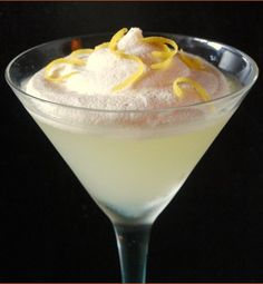 Lemon Meringue-tini parts whipped cream vodka 1 part vanilla vodka 1 part lemoncello 1 part lemonade 1 part half and half lemon twist) Cocktail Drinks, Fun Drinks, Yummy Drinks, Cocktails, Beverages, Martinis, Martini Bar, Party Drinks, Martini Recipes