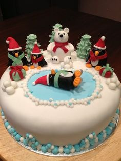 Christmas cake Cake by Veronika - I thought the penguin in the middle was sacrificed to the polar bear at first...