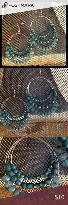 Blue beaded chandelier earring Super light, beaded earring from Francescas collections. 2.5 inches long and super light for their size. Thank you for looking!!❤️❤️offers always considered and don't forget the bundle option ❤️❤️❤️ Jewelry Earrings