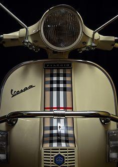#vespa #burberry Scooter Moto, Vespa Bike, Motos Vespa, Vespa 125, Retro Scooter, Scooter Custom, Piaggio Vespa, Best Scooter, Vespa Lambretta