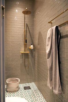 Bad Inspiration, Bathroom Inspiration, Bathroom Interior, Modern Bathroom, Colefax And Fowler Wallpaper, Stockholm, Laundry Room Bathroom, Bathrooms, Porch Entry