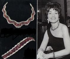 MARIA CALLAS JOIAS - O Conjunto de Gargantilha e Bracelete de Rubis e Diamantes Criados Pela Joalheria Van Cleef ivanirfaria.wordpress.com Pesquisa Google