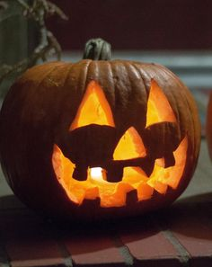 How To Carve a Pumpkin for Halloween I found this easy step-by-step method on how to carve your Jack O Lantern perfectly. All you need is a few carving tools and your imagination. Pumpkin Show, A Pumpkin, Pumpkin Carving, Pumpkin Ideas, Pumpkin Designs, Happy Pumpkin, Pumpkin Recipes, Halloween Birthday, Holidays Halloween