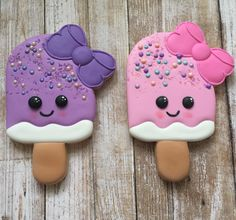 Cookie cutter from @sweetdesignsbyjudit sprinkles from @fancysprinkles #sweetdirections #popsicle #girlypopsicle #girlycookies