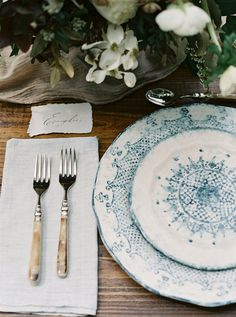 Blue tableware for the Ark, Styling by Lacy Gary | Florals by Ashley Killen for Amy Osaba Events | Photo by Laura Gordon