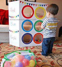 Acerte o alvo com as bolas das cores indicadas nos círculos, ótimo para trabalhar com cores, coordenação motora ampla, contagem e muito m...