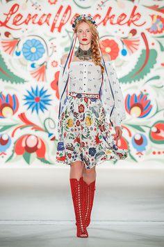 "Lena Hoschek SS18 ""KISS ME PIROSCHKA"" Runway ""Puszta Blouse blue, Flower Garden Skirt poppy white"""