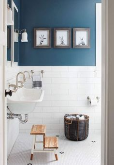 Easy Blue Bathroom Color Schemes 92 In Interior Designing Home Ideas with Blue Bathroom Color Schemes Do you Want a great living room decoration concept? Well, for this thing, you want to understand well about the Blue Bathroom Color Schemes. Bad Inspiration, Bathroom Inspiration, Blue Painted Walls, Blue Walls, Bathroom Colors, Blue Bathrooms, Bathroom Designs, Bathroom Green, Kitchen Colors