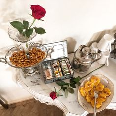 #buenosdias estamos en la mitad del mes de agosto, y hay que aprovechar a tope las #vacaciones hoy en #riadpalaciodelasespecias hemos preparado un #desayuno espectacular ¿te vienes? #hotelboutique #hotelconencanto #escapadamarroqui #escapadaromantica #rosas #orangealacanelle #naranja #te #buendesayuno #buengusto #buffet #bonito #marruecos #morocco   ******************************************************************  PROMOCION DE VERANO SEGUIDORES DE  INSTAGRAM:   Cuando hagas tu reserva…
