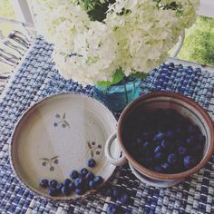 Charming handmade berry colander and Plate! Hydrangea, Dinnerware, Stoneware, Blueberry, Pine, Berries, Pottery, Plates, Handmade