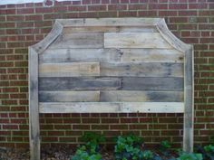 DIY Curved #Pallet #Headboard | 101 Pallets