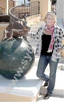 """Finska arkitekten och konstnärinnan Anna-Maija Reés ligger bakom Los Naranjos senaste investering, denna gång i konstens tecken, i form av brons- och marmorskulpturen """"Las Salamandras""""."""