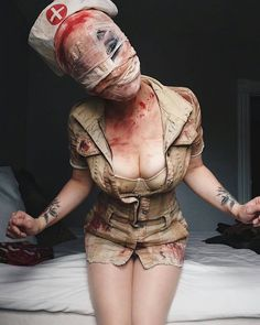 Creepy as f*** silent hill nurse cosplay. Nurse Halloween Costume, Halloween Cosplay, Scary Halloween, Halloween Make Up, Halloween Ideas, Miraculous Ladybug Kostüm, Silent Hill Costume, Sexy Nurse, Halloween Disfraces