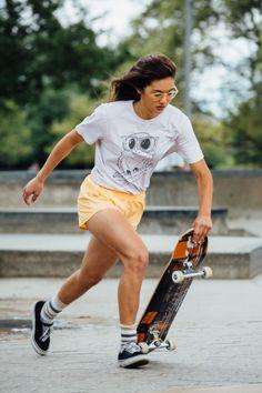 The best selection of new skateboard clothing in share now. Girls Skate, Skate Style Girl, Skate Photos, Skater Girl Outfits, Skateboard Girl, Skateboard Clothing, Skateboard Rack, Poses References, Dynamic Poses