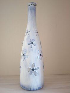 Zobacz jak przemienić starą butelkę w ozdobny wazon: http://bit.ly/242JYJi #diy #metamorfoza #tutorial