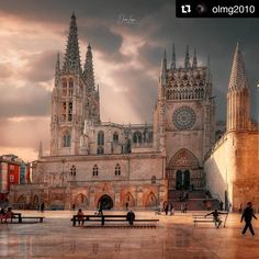 Catedral de Burgos Vacation Spots, Notre Dame, Barcelona Cathedral, Teak, Medieval, Around The Worlds, Building, Travel, Iglesias