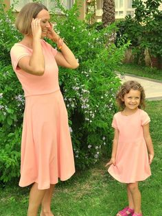 Minimalist and elegant dress in beautiful coral pink color. It is lovely a mother daughter matching dresses for summer time! It is great mommy and me outfits for simple wedding! Mommy And Me Dresses, Mother Daughter Dresses Matching, Mother Daughter Fashion, Mommy And Me Outfits, Mom Dress, Summer Outfits Women, Toddler Girl Outfits, Kids Outfits, Girls Dresses