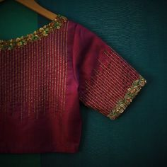 New embroidery blouse indian wedding dresses ideas Hand Work Blouse Design, Simple Blouse Designs, Stylish Blouse Design, Blouse Simple, Aari Work Blouse, Pattu Saree Blouse Designs, Blouse Designs Silk, Designer Blouse Patterns, Pattern Blouses For Sarees