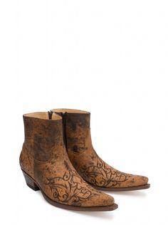 Sendra Boots os presenta hoy este impresionante modelo de botas, para hombres con ganas de recorrer mundo en busca de nuevas sensaciones y experiencias.     Sendra Boots brings you today this stunning boots model for men who want to travel the world in search of new sensations and experiences. #Sendra #Boots #Botas #Man #Cowboy