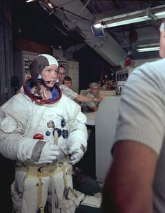 Astronaut Anna Fisher is shown suited up in an Apollo spacesuit ahead of spacewalk training for an instrument change on the Hubble Space Telescope, May 1980 - Whirlpool Galaxy-Andromeda Galaxy-Black Holes Anna Fisher, Apollo Missions, Nasa Astronauts, Hubble Space Telescope, Telescope Images, Apollo 11, Moda Emo, Space Program, Space Shuttle