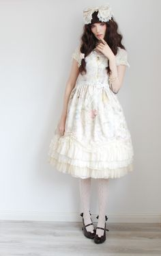 redtonic: chokelate: Beautiful dress, but not for me :c Send it to my house! I adore that dress. <3 (Gorgeous!)