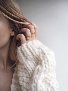 ほっそりと長い指は、女性特有の美しさ。でも自分の指はむっちり。生まれ持ったものだからと諦める前に、指痩せのマッサージを試してみませんか?毎日の積み重ねで綺麗な指を手に入れましょう!
