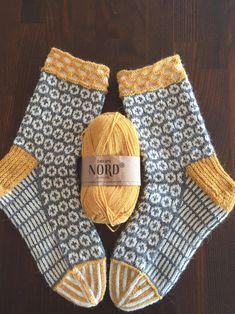 Socken stricken – knitting socks – Knitting for Beginners Fair Isle Knitting, Free Knitting, Knitting Socks, Beginner Knitting, Crochet Socks, Knit Crochet, Knit Socks, Knitted Slippers, Crochet Granny