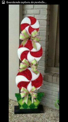 Below are the Diy Outdoor Christmas Decor On A Budget Ideas. This article about Diy Outdoor Christmas Decor On A … Noel Christmas, Winter Christmas, Christmas Wreaths, Christmas Ornaments, Christmas Porch, Whimsical Christmas, Homemade Christmas, Cheap Christmas, Christmas Jokes