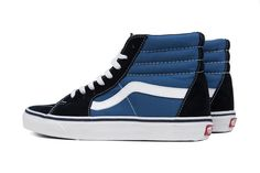 The Vans legendary lace-up high top inspired by the classic Old Skool, has a durable canvas and suede upper, a supportive and padded ankle, and Vans vul Van Shoes, Skate Shoes, High Top Vans, High Tops, New Sneakers, High Top Sneakers, Vans Girls, Surf Girls, College Shoes