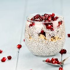 Chia seeds are becoming more popular these days and for good reason. They are truly a superfood. Chia seeds are an extremely nutritious and healthy snack. Chia Pudding, Superfoods, Chia Benefits, Health Benefits, Health Tips, Plant Protein, Food Staples, Boost Your Metabolism, Muesli