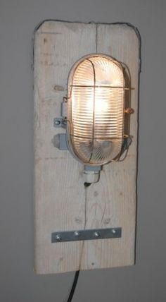 Very cool lamp for a boysroom - NV Boy Room, Kids Room, Scaffolding Wood, Diy Luminaire, Deco Addict, Cool Lamps, Cheap Furniture, Furniture Stores, Luxury Furniture