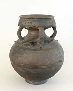Latest Free of Charge african pottery designs Suggestions african pots Ceramic Pots, Ceramic Pottery, African Pottery, Pottery Courses, Coil Pots, Goldfish Bowl, Pottery Store, Pottery Tools, Pottery Designs