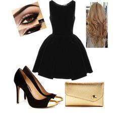 Vestido formal con tacones, bolsa pequeña con maquillaje más cargado