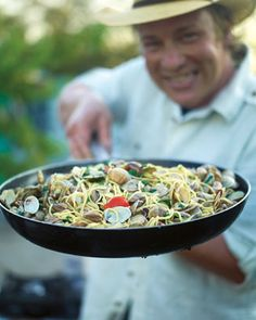Jamie's spaghetti vongole 1 kg small clams, from sustainable sources, ask your fishmonger, scrubbed clean 1 small bunch fresh flat-leaf parsley 4 cloves garlic 10 cherry tomatoes 250 ml white wine 400 (Jamie Oliver Recipes Easy) Clam Pasta, Pasta Dishes, Seafood Recipes, Pasta Recipes, Cooking Recipes, Lasagne Recipes, Risotto Recipes, Italian Dishes, Italian Recipes