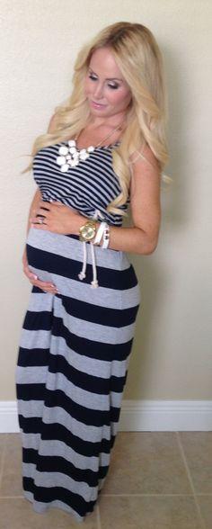 Pregnancy style fashion pregnant maxi dress 28 weeks 7 months pregnant