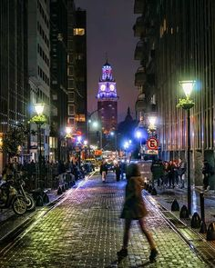 Buenos aires de noche ciudad mágica.  _____________________________ Photo: @arq.ba using #buenosaires #argentina #arquitectura Most Beautiful Cities, Beautiful Places To Visit, Beautiful World, South America, Latin America, The Good Place, Places To Go, Tourism, Around The Worlds
