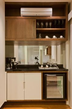 Small kitchen for apartment with good arrangement Mini Bars, Hotel Room Design, Living Comedor, Wine Cabinets, Office Interiors, Cozy House, Office Decor, Home Office, Kitchen Decor