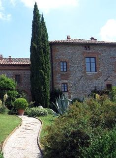 Sunday Stories for July 2013 The Tuscan countryside: Montefellonico S Italy Honeymoon, Honeymoon Ideas, Italian Honeymoons, Tuscan Garden, July 7, Tuscan Style, Italy Travel, Garden Inspiration, Tuscany
