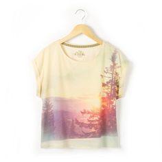 """T-shirt fluide à manches courtes à revers 60% coton, 40% polyester. Animation """"photo print"""" devant. Col rond."""