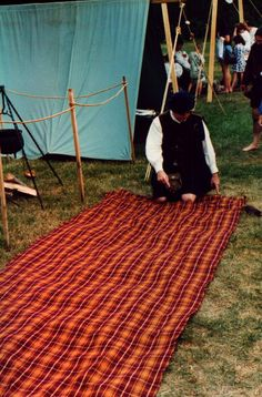 "A Demo of the ""whole nine yards"" Where they take nine yards of tartan, pleat it by hand, belt it and wear it, with enough left over for over the shoulder fly plaid. This was how it was done back in the day, for real."
